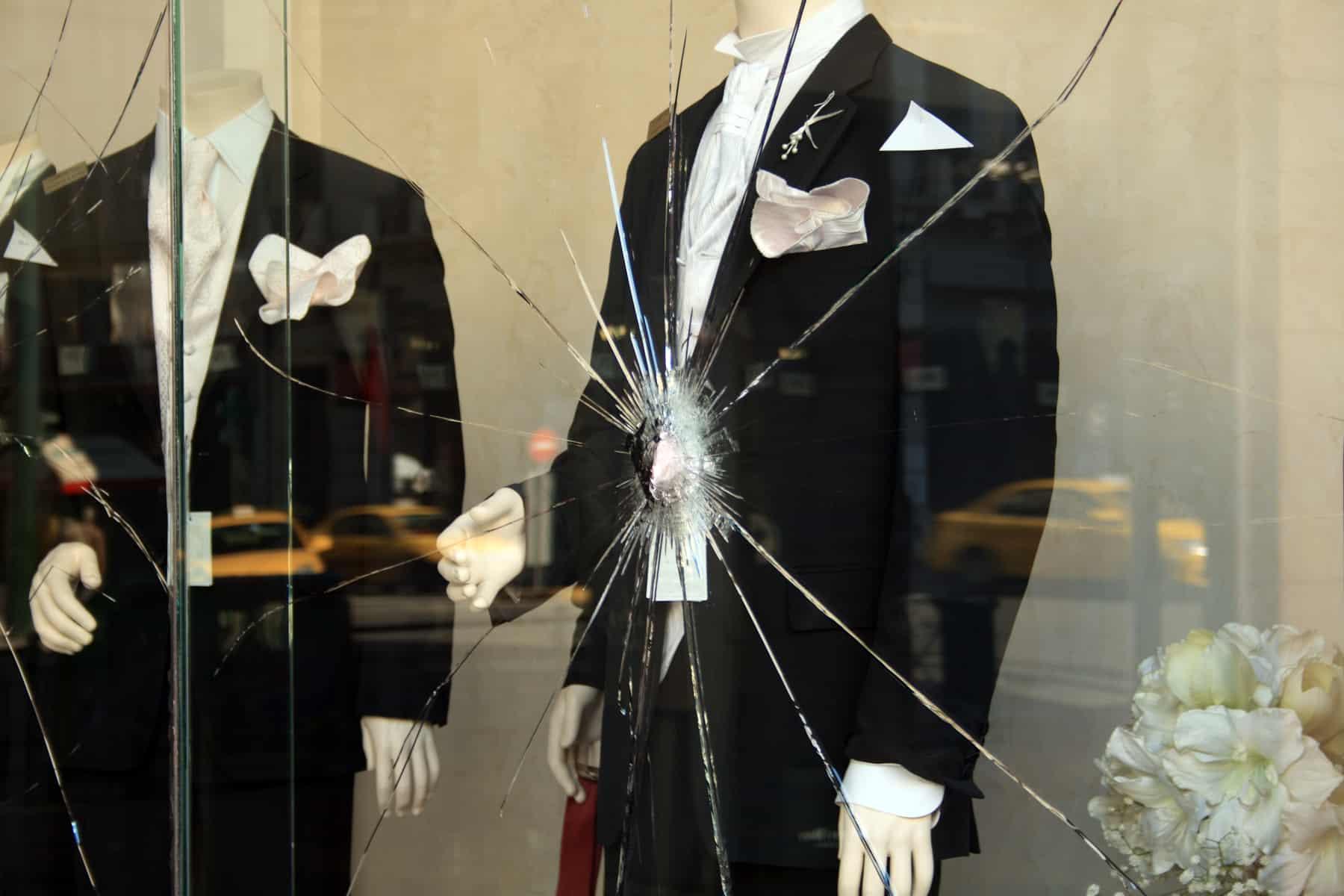 Hærdet lamineret glas sikrer mod skud og indbrud